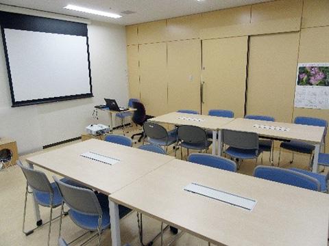 図書室内にあるカンファレンススペース